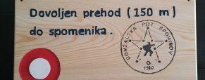 Obvestilna tablica na lesi v Radomljah